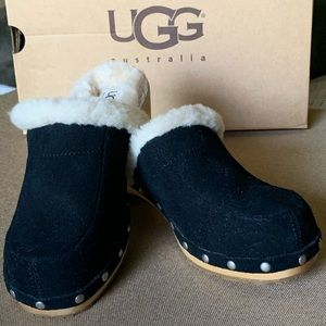 Ugg shoes NEW in box fur lined black  suede clogs